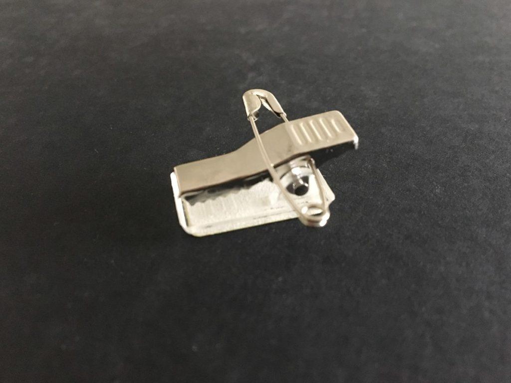 Pince adhésive pour porte badge